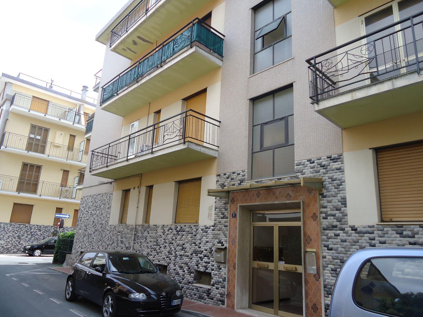 Casa vacanza in affitto spotorno viale europa 300 metri for Affitto ufficio viale europa roma
